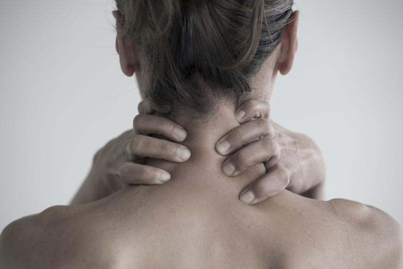 宇都宮市の整骨院・鍼灸院なら葵はりきゅう整骨院のむち打ち(頸椎捻挫)の原因と症状、解消法について